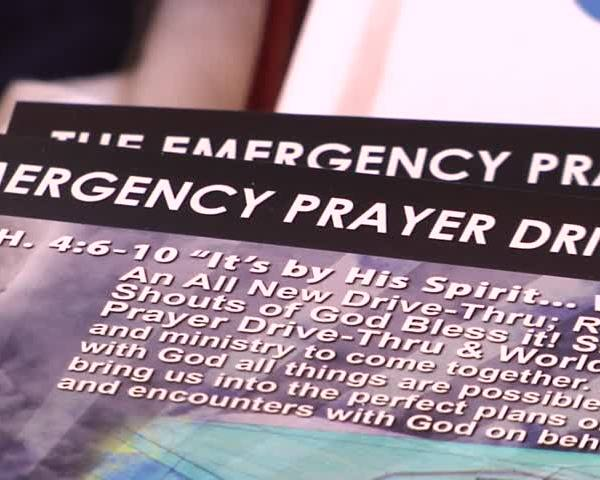 Pastor offers emergency prayer drive-thur_83568429-159532