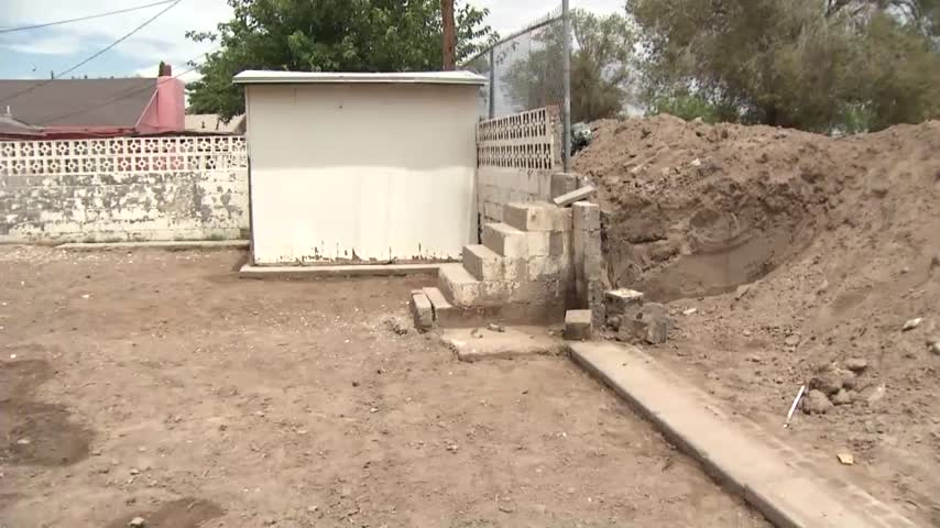 Residents struggle with clean-up after canal overflows in Lo_23534455-159532