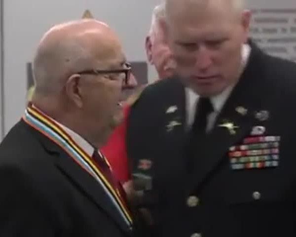 Silver Star Awarded to Korean War Veteran_38516997