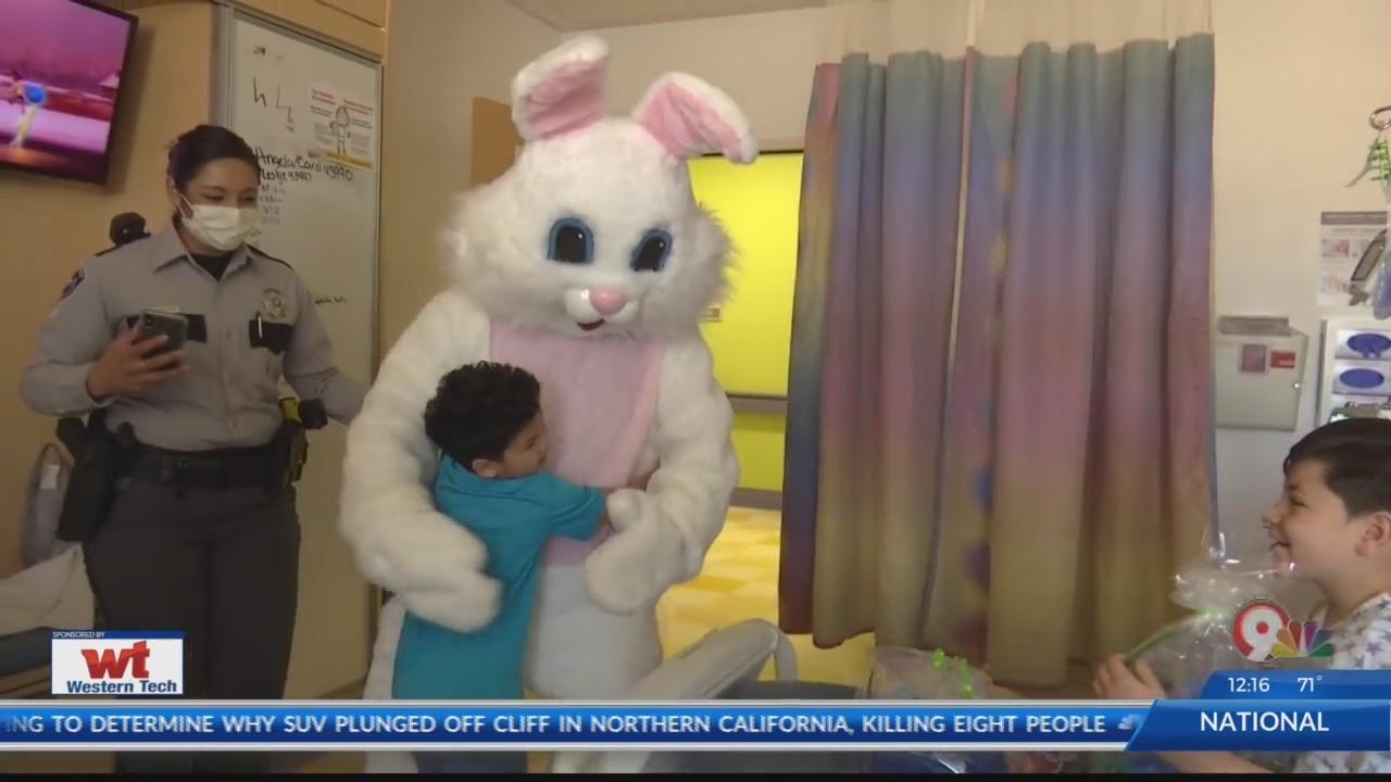 Easter_Bunny_visits_children_at_hospital_0_20180330190526