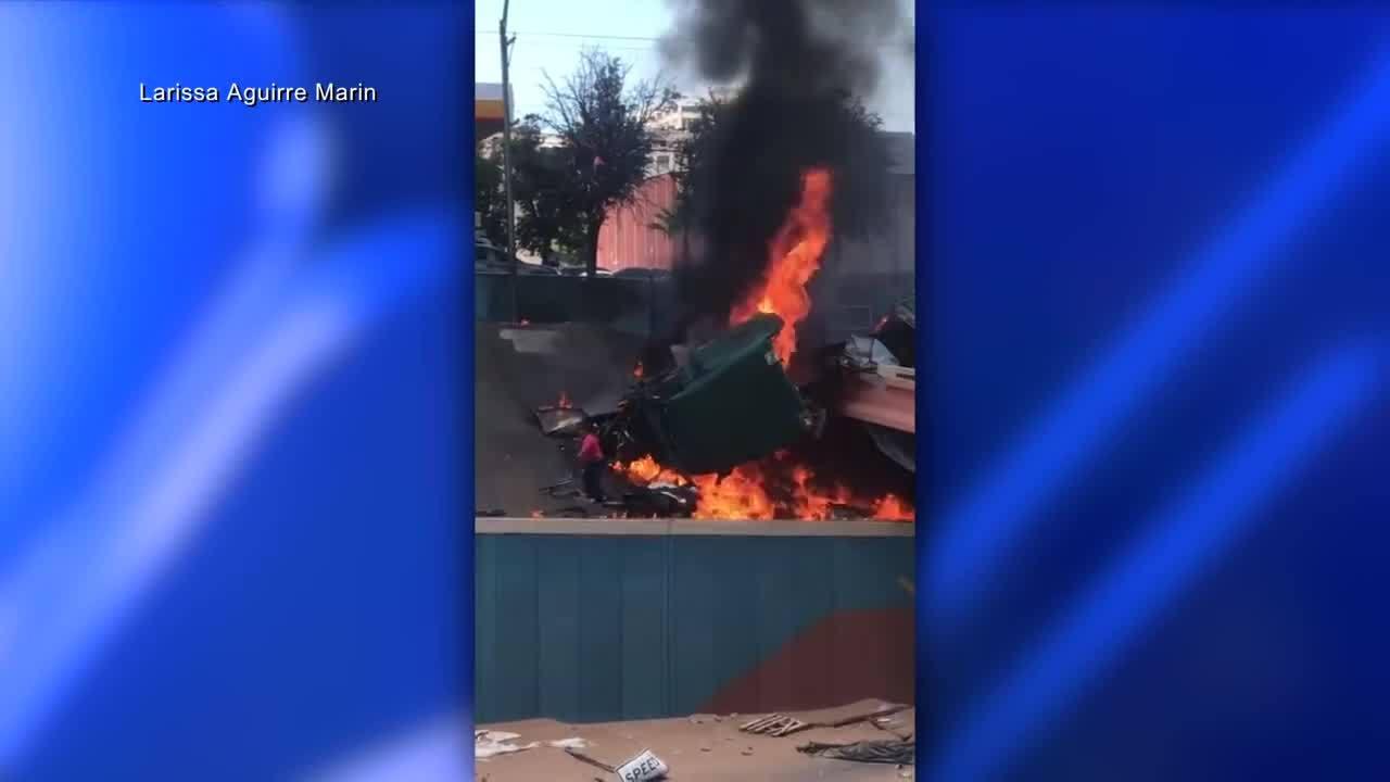 Semi_truck_driver_escapes_fiery_crash_0_20180719213003