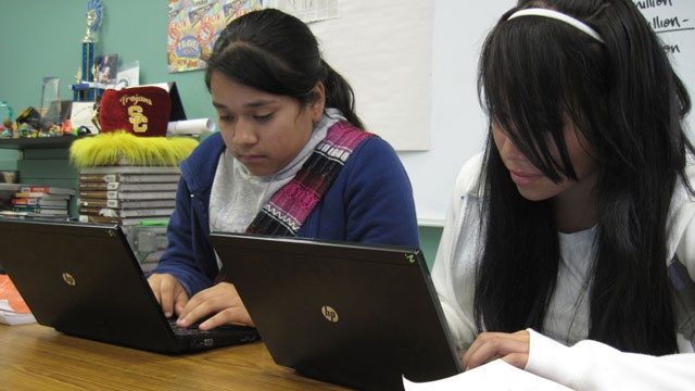 Students using laptops_2676522670600629-159532