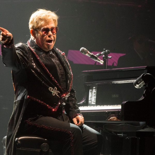 Elton_John_In_Concert_-_Allentown,_Pa_40750-159532.jpg50396875