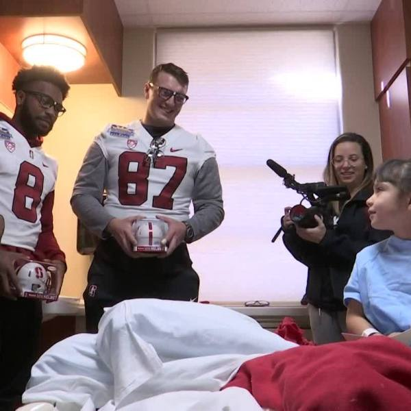 Pitt, Stanford players visit children's hospitals ahead of Sun Bowl