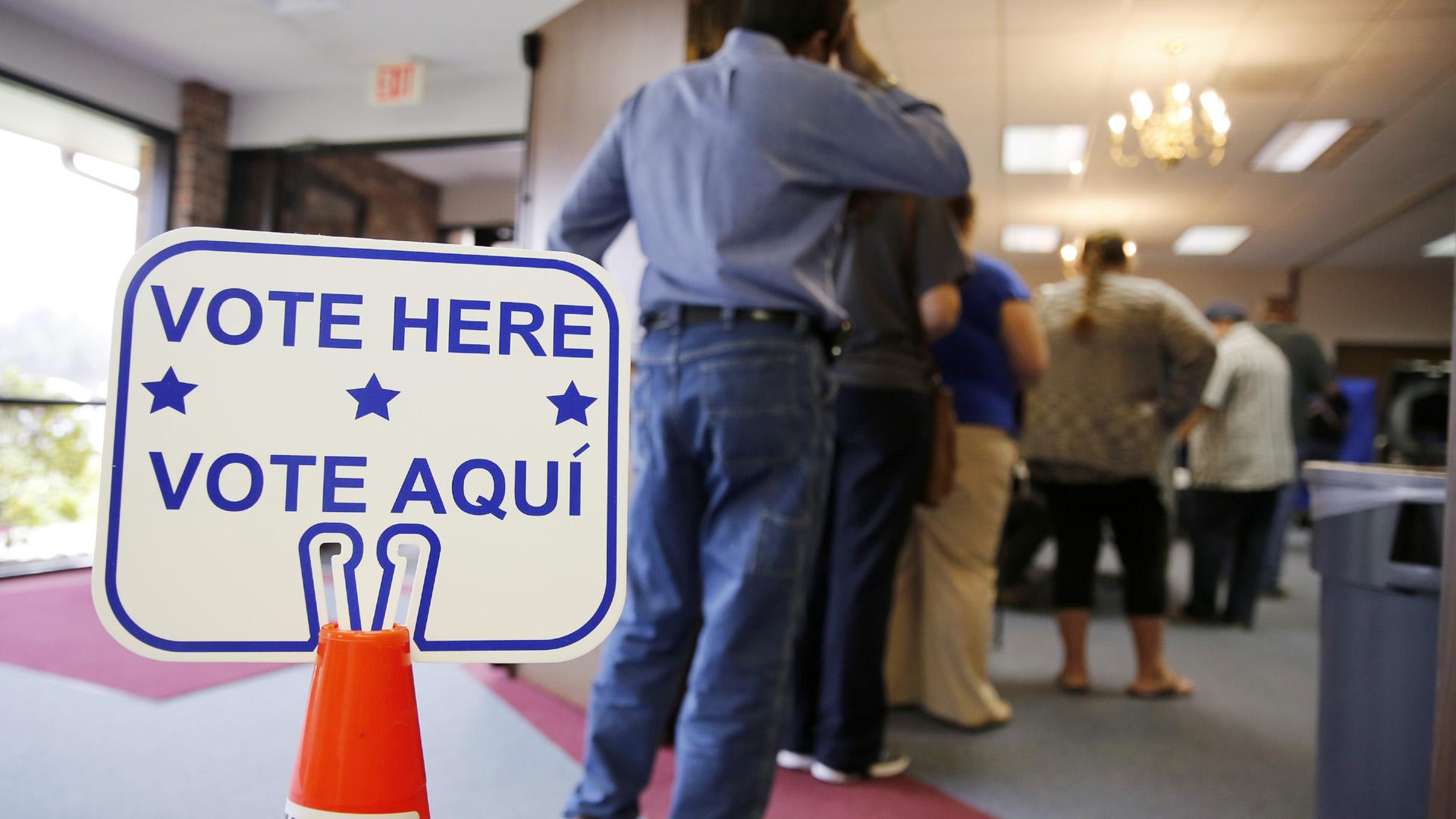 Vote Here Vote Aqui Texas Voters30902847-159532