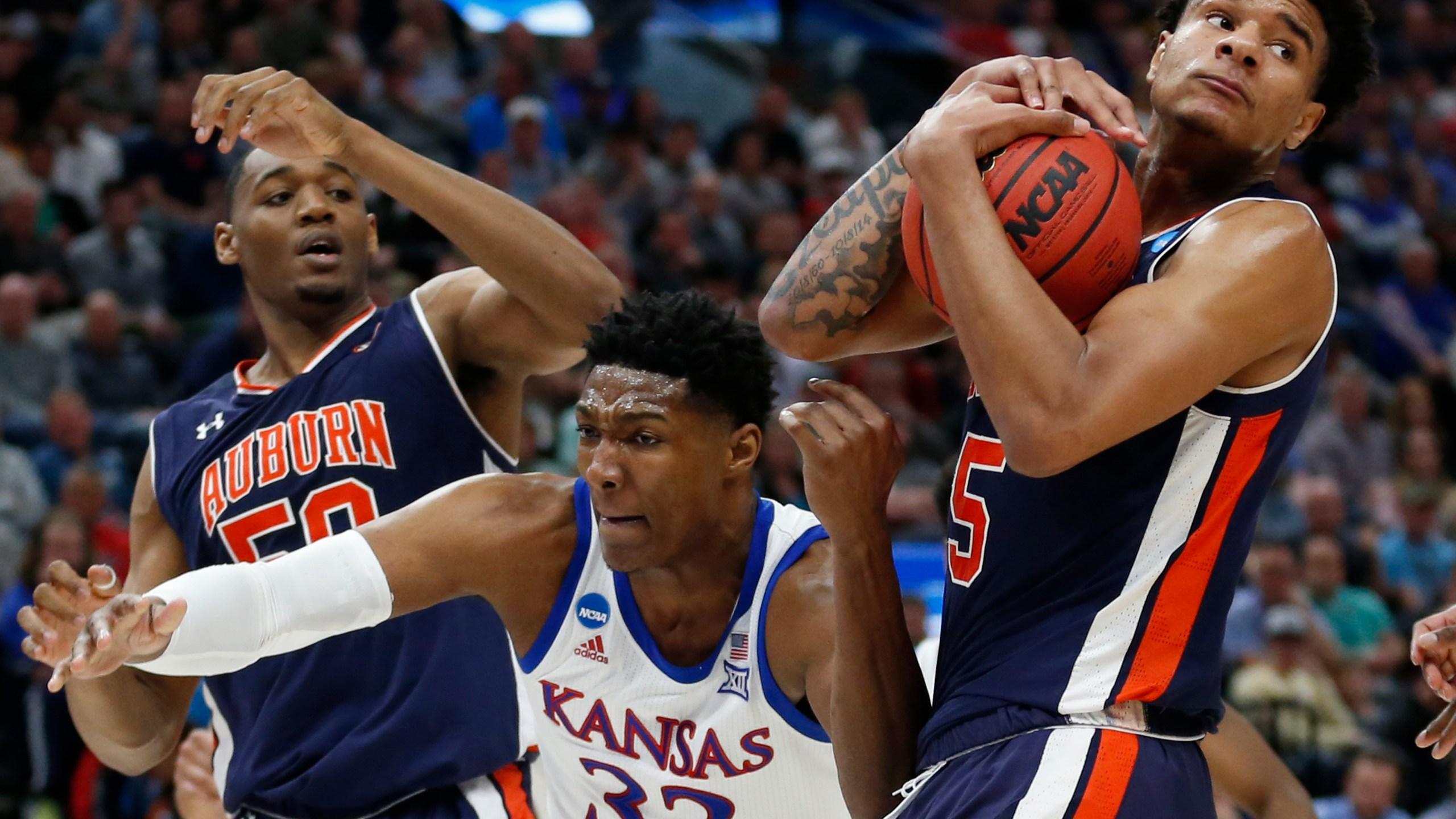 NCAA Auburn Kansas Basketball_1553402067586