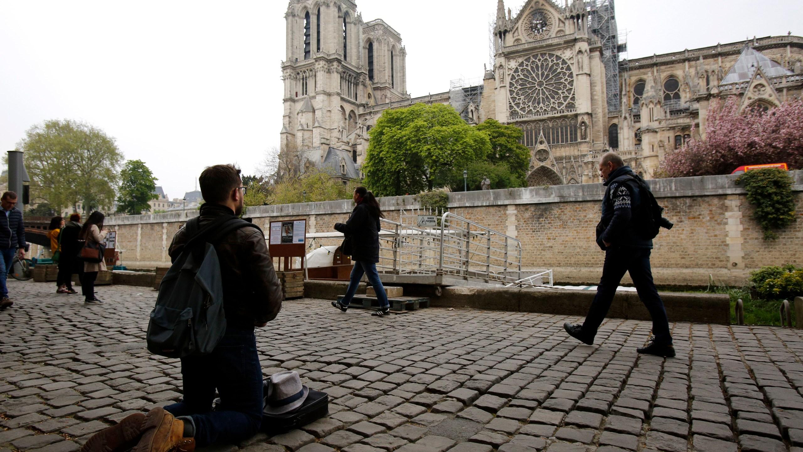 APTOPIX_France_Notre_Dame_Fire_59866-159532.jpg06626926