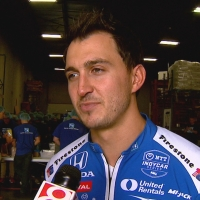 Graham Rahal helps Indianapolis-based food pantries