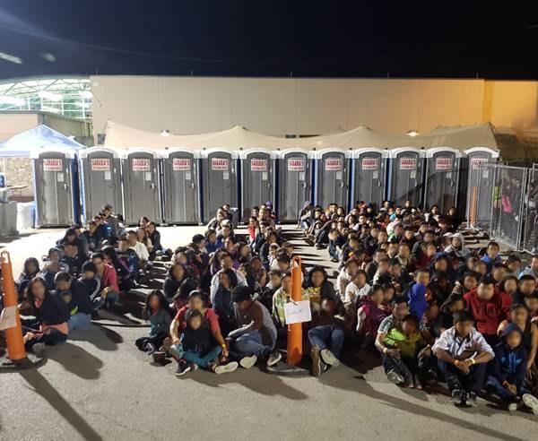 Migrants downtown_1556836204671.jpg.jpg