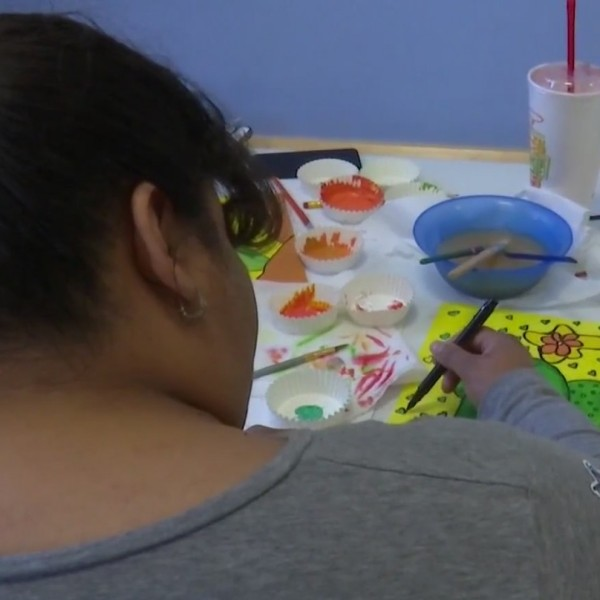 Local artist teaches art class to El Paso Children's Hospital oncology patients