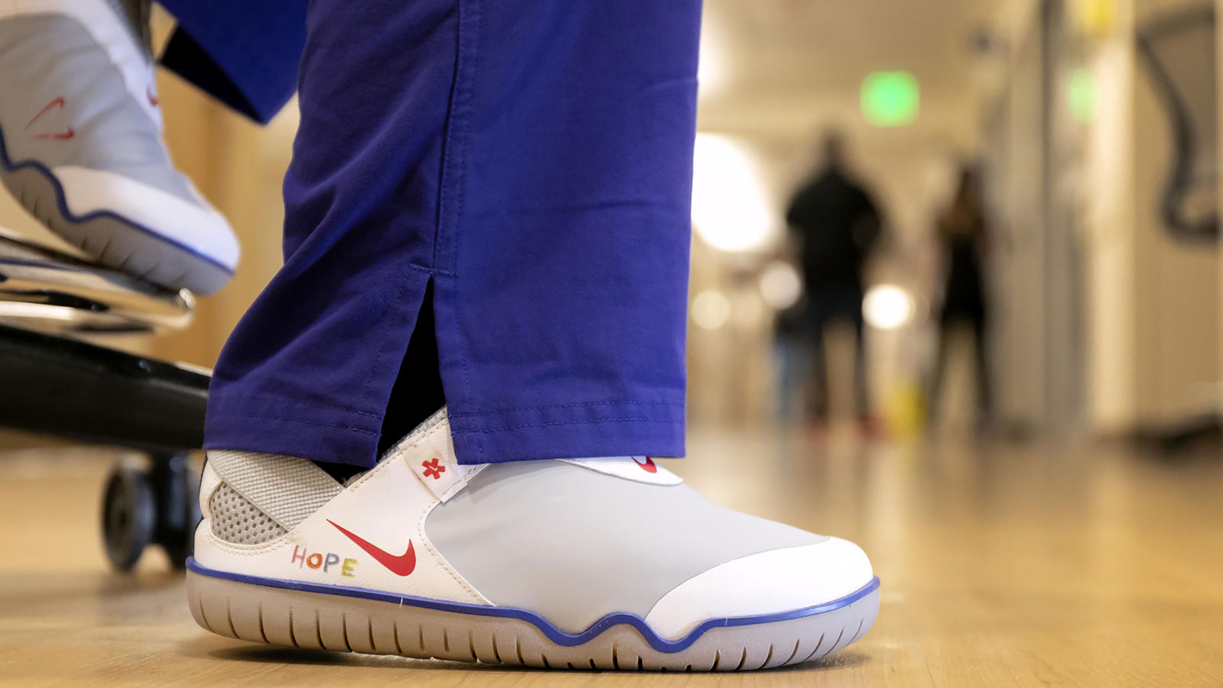 Nike To Donate 30 000 Shoes To Healthcare Workers Fighting Covid 19 Ktsm 9 News