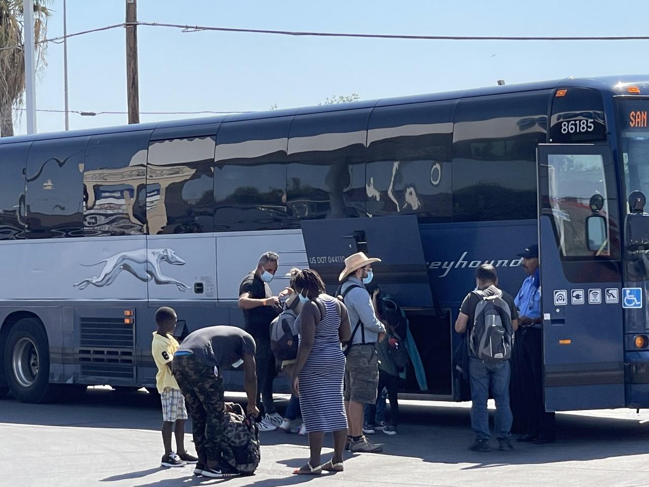 2,700 migrants arrive in El Paso from Del Rio